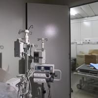 設備が整いつつある新型肺炎専門病院の施設内=中国の湖北省武漢市で2020年2月2日、AP