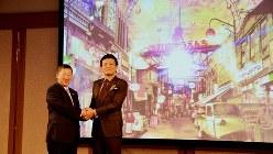 記者会見した西武ホールディングスの後藤高志社長(左)と森岡毅氏=2020年1月23日、田中学撮影