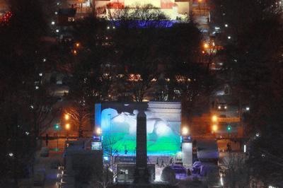 試験点灯でライトアップされたさっぽろ雪まつりの大通会場=札幌市中央区で3日午後5時18分、貝塚太一撮影