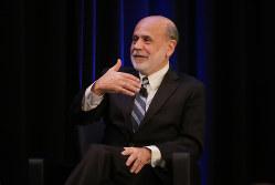 バーナンキ元FRB議長はマイナス金利を除外しないと言うが懐疑論も(Bloomberg)