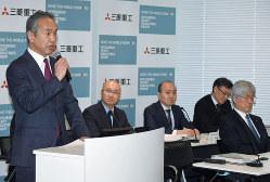 スペースジェットの納入延期を発表する泉沢清次・三菱重工社長=2020年2月6日、宮本明登撮影
