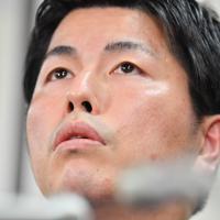 運転者の在宅起訴を受けて記者会見する松永真菜さんの夫=東京都千代田区で2020年2月6日午後5時11分、宮間俊樹撮影
