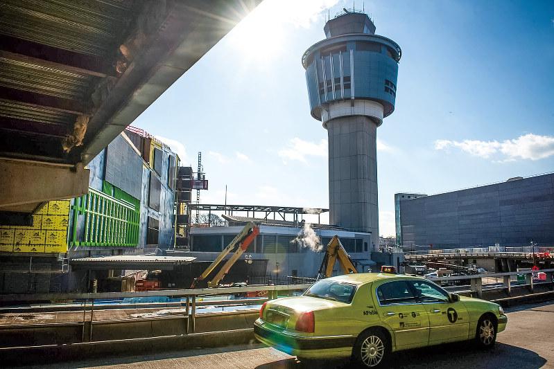 ニューヨーク市の玄関の一つ、ラガーディアン空港(Bloomberg)