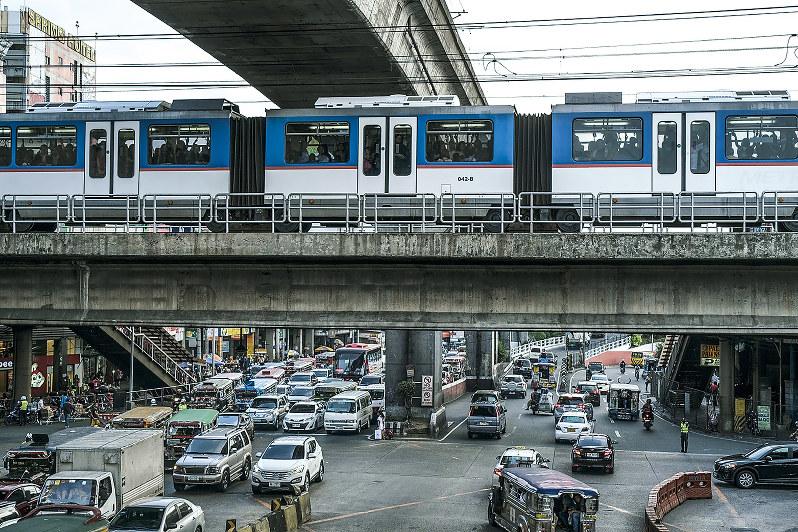 フィリピンのインフラ建設は財閥に依存している(Bloomberg)