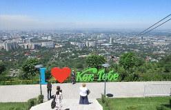 アルマトイ市街を見下ろすコクトべの丘。中央アジアというよりは欧州のよう(写真は筆者撮影)