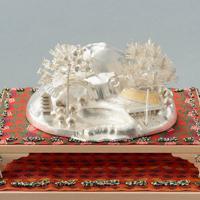 大饗の儀で天皇、皇后両陛下の前に飾られた銀製の置物=宮内庁提供