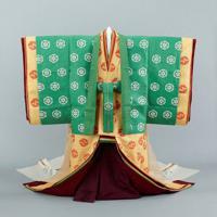 皇后雅子さまが天皇陛下との結婚の儀で着用された十二単(ひとえ)=宮内庁提供