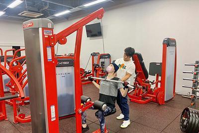 ジムでトレーニングする池江璃花子選手=池江選手のインスタグラムから