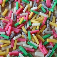 もち米に砂糖、ゴマ、色粉などを加えたカラフルなあられ=福岡県築上町で2020年2月7日、上入来尚撮影