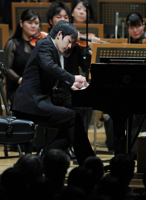 ピアノ部門1位の亀井聖矢 尾籠章裕撮影