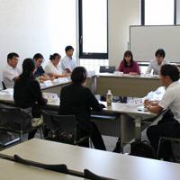 関西障害学生支援担当者懇談会の分科会では活発な情報交換が行われている=大学コンソーシアム京都提供