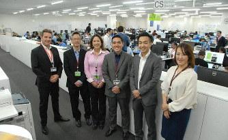 三菱航空機カスタマーサポート本部のスタッフ。右から2人目が進藤浩史さん