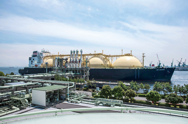 米国産LNGを受け入れる東京ガスの根岸LNG基地(横浜市)(Bloomberg)