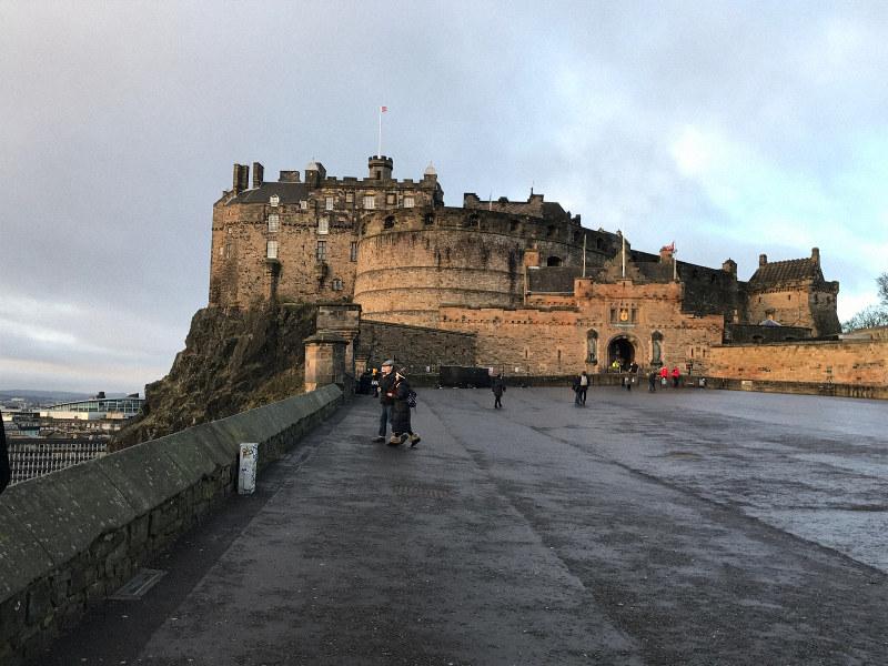 かつてスコットランド王の居城でもあったエディンバラ城=2020年1月21日、服部正法撮影