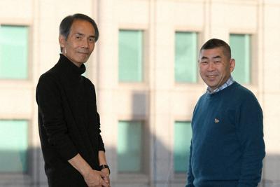 30年来の友人だという沢木耕太郎さん(左)と桂南光さん=大阪市北区で