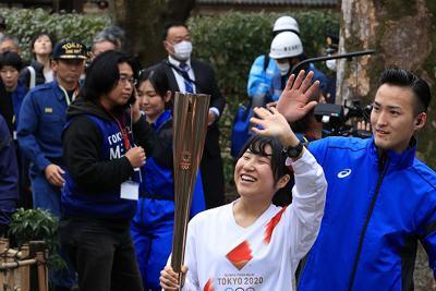 「お鷹の道」で行われた聖火リレーのリハーサル=東京都国分寺市で2020年2月15日午後2時49分、梅村直承撮影