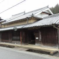 薬の看板や原料などを展示する宇陀市歴史文化館「薬の館」=奈良県宇陀市で、大森顕浩撮影