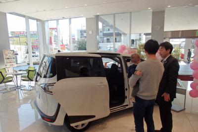 消費税増税後、自動車販売は低迷が続く。新車購入の相談も少ない=さいたま市のトヨタ系販売店で8日、森有正撮影