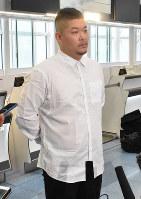 渡米を前に意気込みを語るレイズの筒香=羽田空港で2020年2月13日、田内隆弘撮影