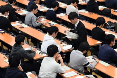 東京大学で行われた最後の大学入試センター試験=東京都文京区で2020年1月18日午前9時11分、北山夏帆撮影