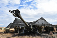 A 155-millimeter howitzer used in live fire exercises is seen at the Hijudai Maneuver Area in Oita Prefecture. (Mainichi/Tomohiro Tsujimoto)