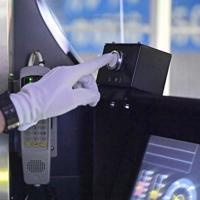 試験車両の自動運転出発スイッチ=大阪市内で2020年2月18日、山田尚弘撮影