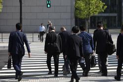 人口減少時代の日本で、働き方改革がカギとなる(Bloomberg)