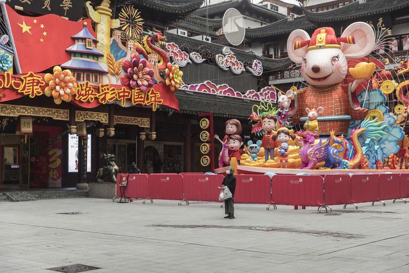 人影もまばらな上海のショッピングエリア(Bloomberg)