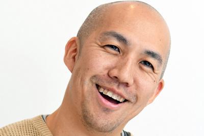 インタビューに答える古屋雄作さん=東京都港区で2020年2月13日、根岸基弘撮影