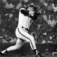 巨人時代の張本勲さん=後楽園球場で1977年7月20日