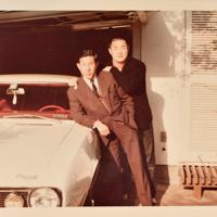 張本勲さん(右)と兄世烈さん=張本英治さん提供