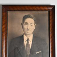 張本英治さんが保管する勲さんの父張尊禎さんの肖像画=広島市南区で2020年1月23日、山田尚弘撮影
