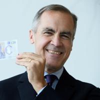 2月20日、イギリスで新20ポンド紙幣の流通が開始された。 写真は昨年10月、新紙幣を公開するカーニー英中銀総裁。代表撮影(2020年 ロイター)