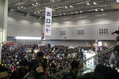 来場者でごった返す酒の陣の会場=新潟市中央区で2019年3月9日、堀祐馬撮影