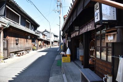 湯浅町中心部にある重要伝統的建造物群保存地区。風情のある古い建物が並ぶ=2020年2月19日午後1時12分、木村綾撮影