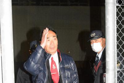 大阪拘置所を後にする籠池泰典被告=大阪市都島区で2020年2月21日午後8時4分、山本康介撮影