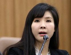 2019年1月24日、元検察局長に対してソウル中央地裁が懲役2年の実刑判決を言い渡したのを受け、弁護士会館で記者会見する徐志賢検事=朝鮮日報提供