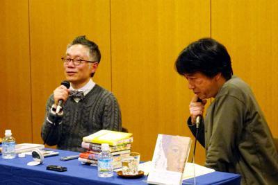 「ヘイト本」が作って売られる背景についてノンフィクションライターの石橋毅史さん(右)と話し合う永江朗さん=東京都中央区で1月12日