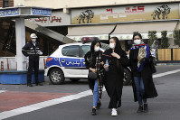 A policeman and pedestrians wear masks to help guard against the coronavirus, in downtown Tehran, Iran, on Feb. 23, 2020. (AP Photo/Ebrahim Noroozi)