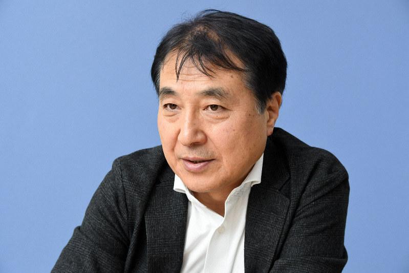 インタビューに答える飯田哲也・環境エネルギー政策研究所所長=東京都新宿区で2020年1月23日、根岸基弘撮影