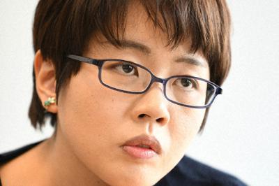 インタビューに答える作家の彩瀬まるさん=東京都千代田区で2020年2月13日、内藤絵美撮影