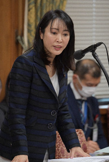 Justice Minister Masako Mori answers a question during a subcommittee meeting of the House of Representatives Budget Committee, on Feb. 25, 2020. (Mainichi/Masahiro Kawata)