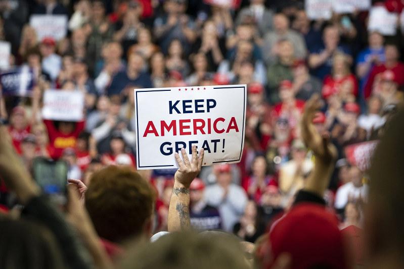 非介入主義で世界から「引いていく」米国とどう向き合うか(Bloomberg)