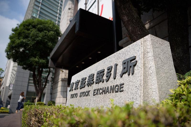 市場を3区分することを発表した東証(Bloomberg)
