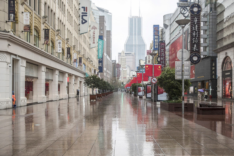 閑散とした上海中心部(Bloomberg)