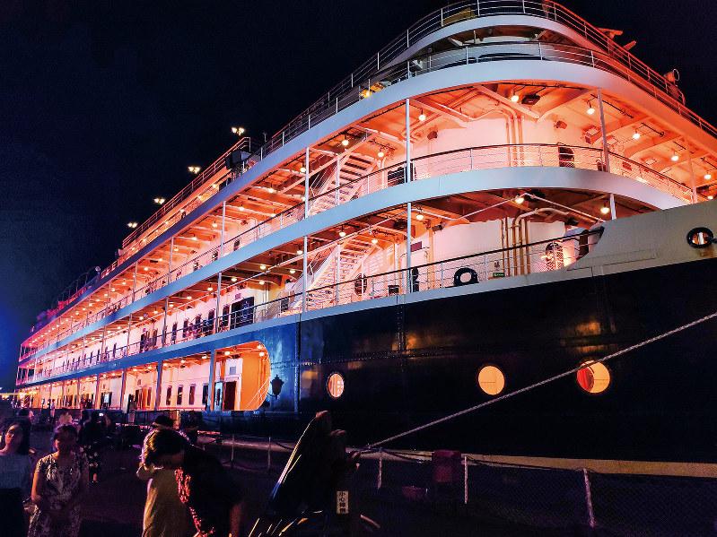 知音号は毎日19時に出港して約2時間、長江をクルーズする(筆者撮影)