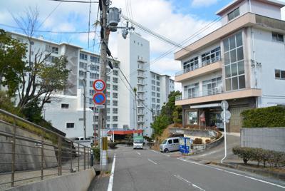 宿泊施設周辺は人通りもまばらだ=和歌山県白浜町で、山中尚登撮影