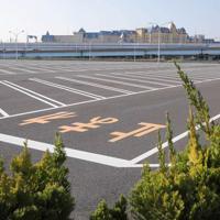 東京ディズニーランド・ディズニーシーが休園となり閑散とする駐車場=千葉県浦安市で2020年2月29日午前9時13分、宮武祐希撮影