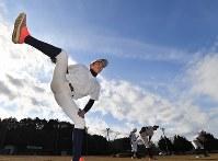 トレーニングする加藤学園の選手たち=静岡県沼津市で2020年2月2日、宮間俊樹撮影