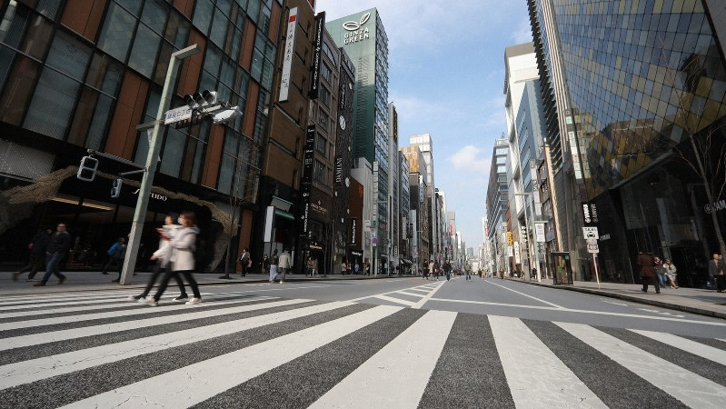 いつもに比べ人通りの少ない銀座の歩行者天国=東京都中央区で2020年2月29日、喜屋武真之介撮影
